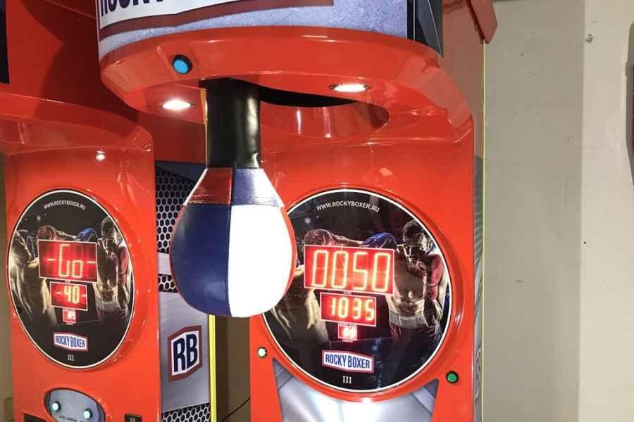 Молодой человек из Слуцка погиб на свадьбе. На него упал игровой автомат «Роки Боксёр»