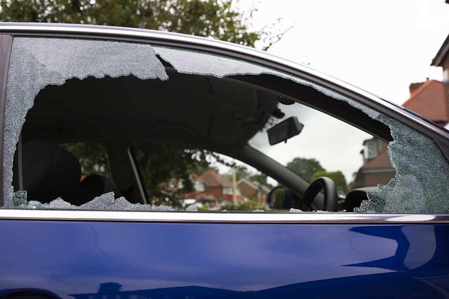 Если повредили машину во время акций. Что со страховкой?