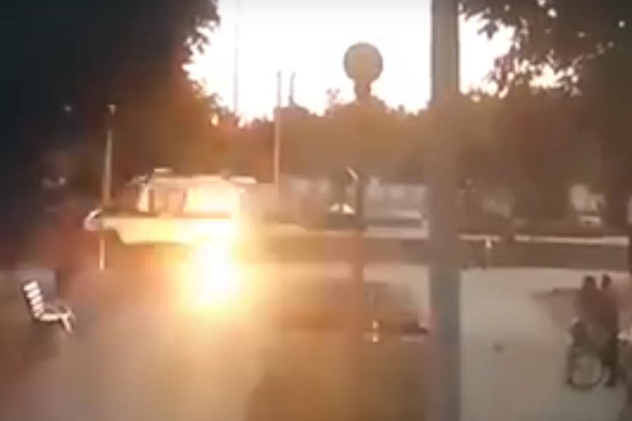 В милицейскую машину бросили коктейль Молотова - виновный 16-и летний подросток сам пришел в милицию