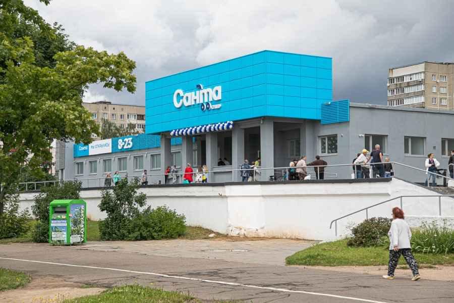 «Санта» открыла в Серебрянке большой супермаркет. Что в нем?