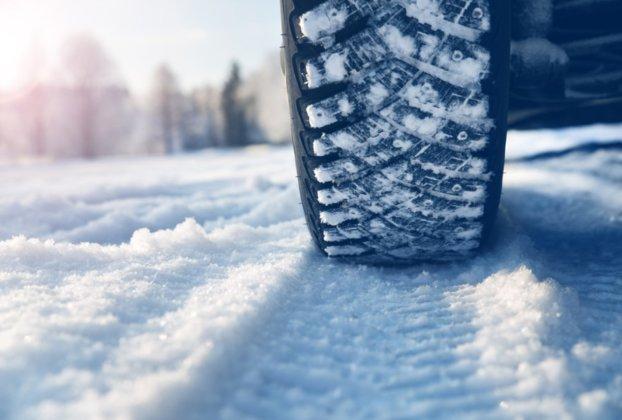 С 1 декабря водителей будут штрафовать за езду на летних шинах