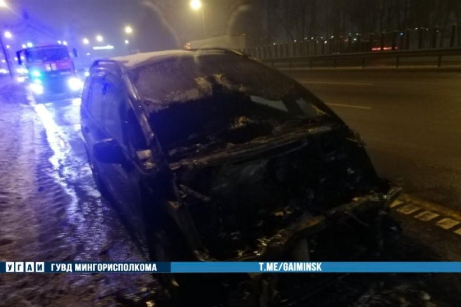 Загорелся индикатор температуры, а после — STOP: в Минске на МКАД сгорел Citroen
