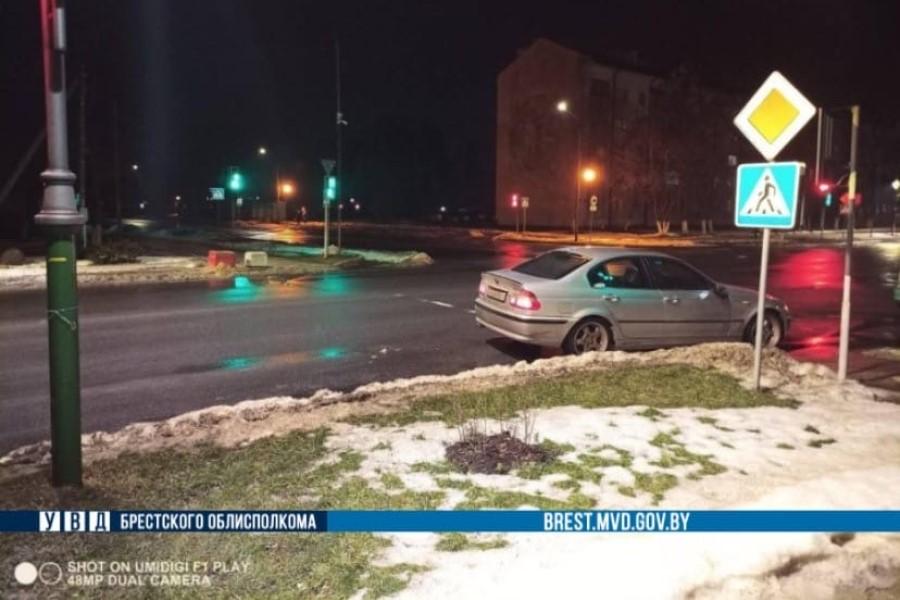 В Березе BMW сбил 14-летнего парня, который шел на зеленый