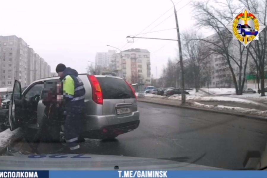 В Минске задержали водителя с 3,49 промилле. Не мог стоять на ногах и падал на дорогу