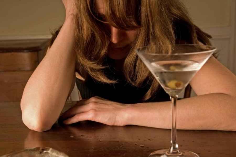 Особенности женского алкоголизма. Мнение экспертов