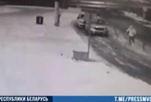 В Минске подросток запрыгнул на капот милицейского авто и разбил лобовое стекло