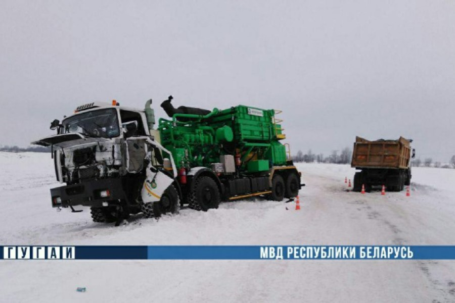 В Речицком районе лоб в лоб столкнулись два грузовика