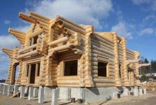 Почему важна усадка сруба при строительстве дома