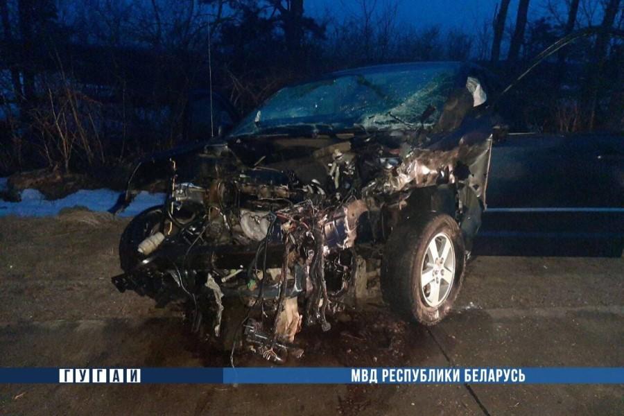 В Пуховичском районе 17-летний бесправник на Dodge врезался в земляную насыпь